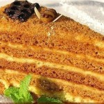 Russian honey cake medovik