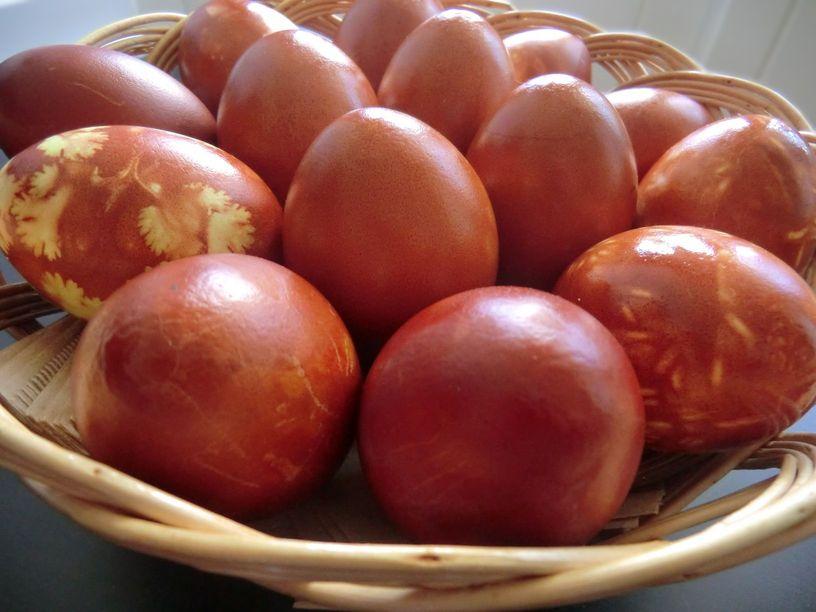 Easter eggs onion skins